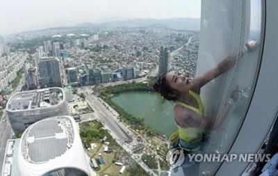 Південнокорейська альпіністка підкорила найвищу будівлю в країні