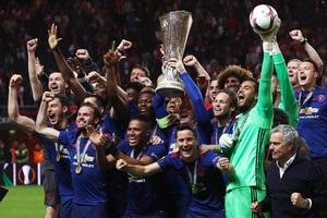 Манчестер Юнайтед впевнено обіграв Аякс в фіналі Ліги Європи