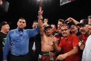 На шляху до Ломаченка: Салідо переміг Переса, побувавши в нокдауні