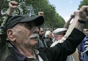 В Тбилиси на антиправительственный митинг собралось всего несколько сотен человек