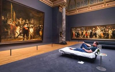 В музее Амстердама разрешили провести ночь под картиной Рембрандта