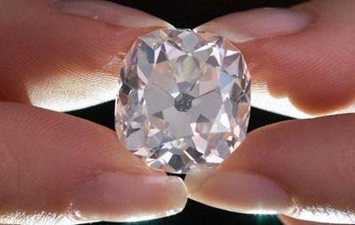Куплений за 10 фунтів діамант продано за 656 тисяч