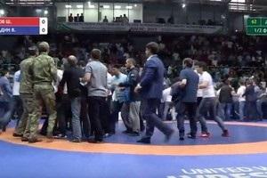 У Росії вболівальники влаштували побоїще на чемпіонаті країни з боротьби