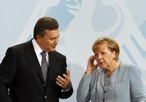 Янукович рассказал Меркель об отмене политреформы