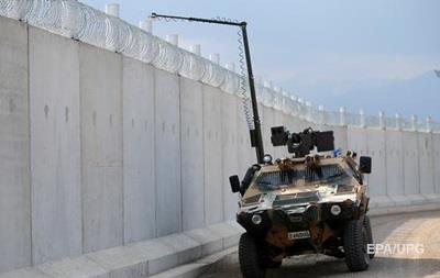 Туреччина завершила будівництво стіни на кордоні з Сирією