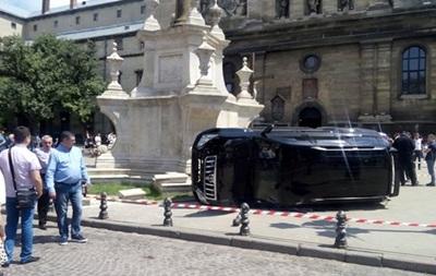 Полиция: На людей во Львове наехал бывший гаишник