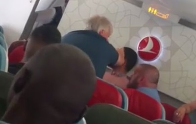 В Британии пассажира избили прямо в самолете
