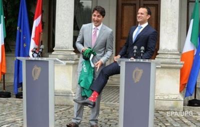 Ирландский премьер встретил Трюдо в  канадских  носках