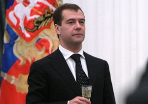 Обращение Медведева смотрели 73% россиян, включивших телевизор в новогоднюю ночь