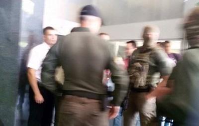 В днепровском офисе ПриватБанка идут обыски