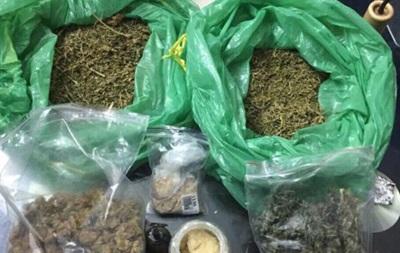 У Києві затримали озброєних наркоторговців