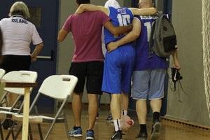 Турецькі баскетболісти вивели з поля під руки суперника з травмою