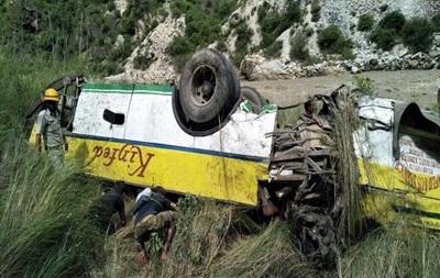 В Индии автобус рухнул в ущелье: десятки жертв