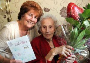 Британка бросила курить за две недели до 102-го дня рождения