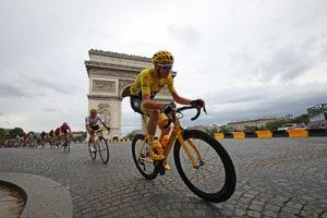 Фрум в четвертый раз за пять лет выиграл Тур де Франс