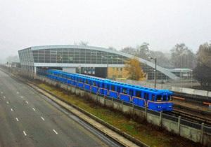 В киевском метро задержали двух девушек, которые катались между вагонами
