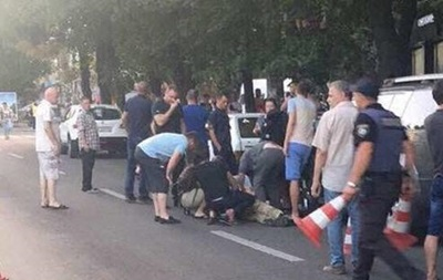 Перестрілка у Дніпрі: Поліція шукає трьох осіб