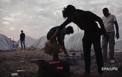 Біженців в Греції переселять з таборів у квартири