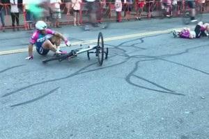 Эпический финиш велогонщика сделал его героем Youtube