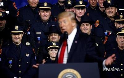 Трамп радить поліцейським жорсткіше діяти під час затримань