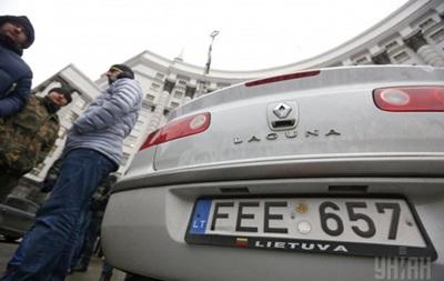 Суды начали штрафовать за литовские номера - СМИ