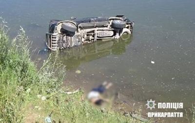 В Прикарпатье пьяный депутат влетел на авто в реку: есть жертвы
