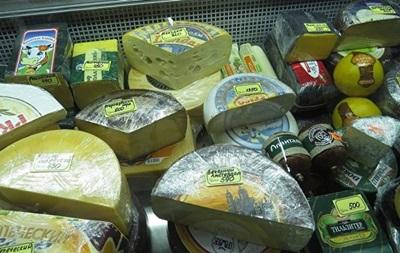 В Ялті спалили півтонни сирів з ЄС та ковбаси з України