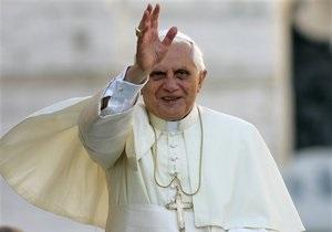 Папа Римский прибыл с визитом в Ливан