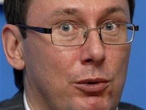Луценко предлагает установить визовый режим с Грузией