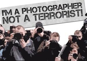 Тысячи британских фотографов вышли на демонстрацию из-за запрета фотографировать на улице