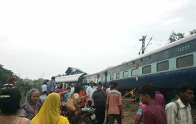В Індії потяг зійшов з рейок: 20 загиблих