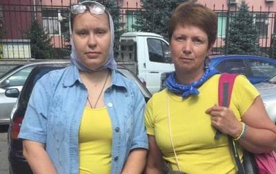 У Сімферополі затримали жінок в синьо-жовтому вбранні - журналіст
