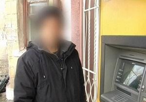 Двое жителей Енакиево ограбили американца, снявшего в банкомате крупную сумму денег