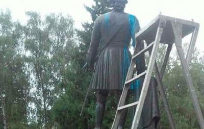 В Полтаве осквернили памятник Петру I