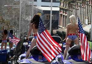 В Новой Зеландии порноактрисы проехались голышом на мотоциклах