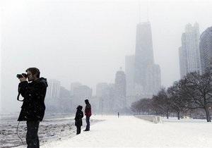 В Чикаго из-за снегопадов отменили около 1,7 тысячи авиарейсов