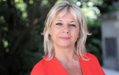 Депутат от партии Макрона продавала туры в парламент