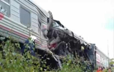 В России грузовик врезался в поезд: 17 пострадавших