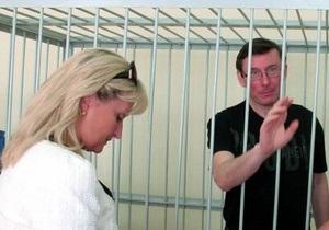 Жена Луценко заявила об ухудшении его состояния: Юра спит по 14 часов в сутки