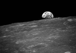 На Луне обнаружены крупные запасы льда
