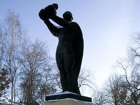 Львовский облсовет требует демонтировать памятник советскому воину в Стрые
