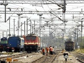 В Индии сошел с рельсов пассажирский поезд: 10 человек погибли