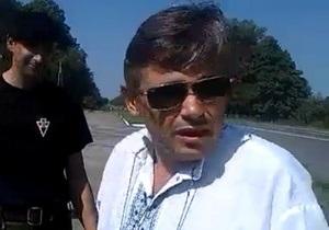 Пинком под зад. Лидера фракции регионалов в Тернопольском облсовете выгнали с народного вече
