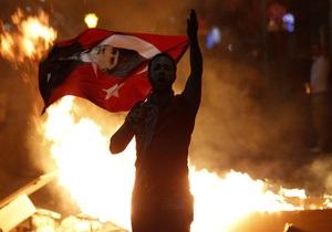 Многотысячные волнения в Стамбуле: протестующие вступили в войну с полицией
