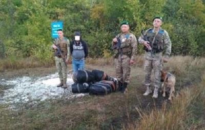 На границе с РФ задержали украинца с 500 шапками