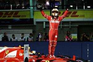 Гран-при Сингапура: Феттель выиграл квалификацию