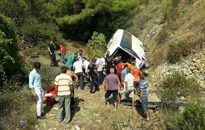 У Туреччині автобус упав з обриву: загинули чотири людини