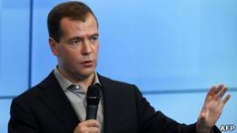 Оппозиция не верит в  большое правительство  Медведева