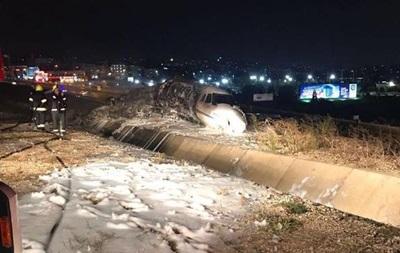 В Стамбуле во время посадки разбился самолет