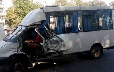 В Сумах водитель маршрутки спровоцировал тройное ДТП